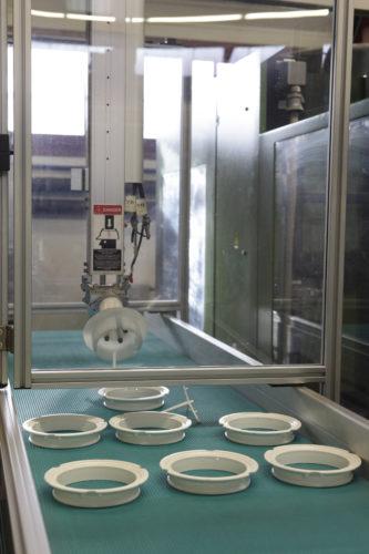 robot de préhension de pièces plastiques